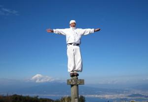金冠山の峰にて 足もと(?)に富士山